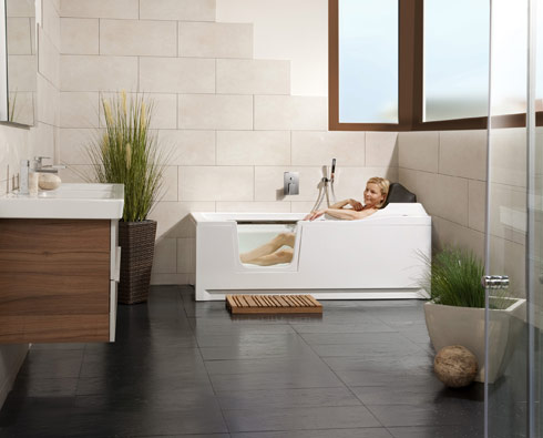 divina die badewanne mit dem integrierten lift auf www. Black Bedroom Furniture Sets. Home Design Ideas